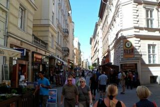 Retailer demand shifts toward Budapest high-streets; shopping centre turnover continues to rise