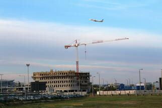 New airport hotel structurally complete
