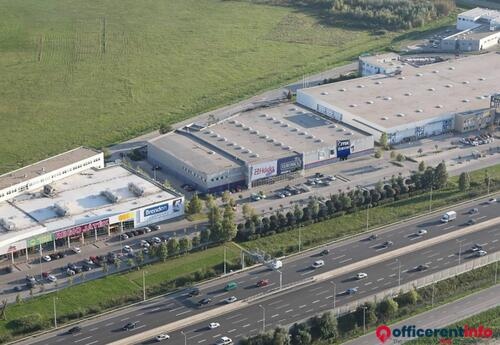Offices to let in Airport Retail Park Üzlet